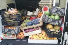 Vendita abusiva di frutta e verdura a Bari, sequestrati 200 kg di merce