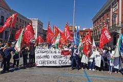 Lavoratori di mense e pulizie scolastiche in sit-in a Bari: «Chiediamo sostegno»