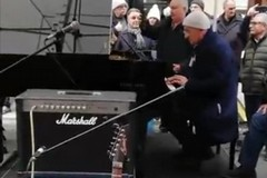 La maratona musical-solidale dell'onorevole Sisto nel centro di Bari