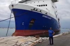 Il Norman Atlantic lascia il porto di Bari