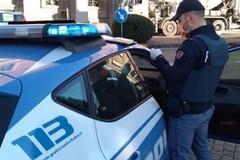 Libertà, spacciatore 17enne tenta la fuga dai poliziotti. Fermato e denunciato