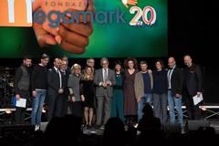 Dal palco del Teatro Team di Bari Megamark annuncia: «Una settimana di congedo in più per i neopapà»