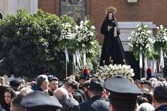 Iniziata la settimana santa a Bari con la tradizionale processione dell'Addolorata