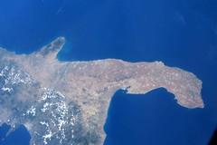 Una fotografia della Puglia vista dallo Spazio, l'astronauta Parmitano: «Terra che mi ha adottato»