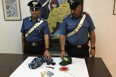Rapina un supermercato e fugge coi soldi, inseguito e arrestato dai carabinieri
