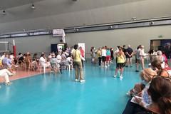 Caos vaccini a Bari, lunghe code sotto il sole dopo le chiusure non comunicate