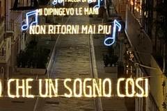 """Polignano a Mare, le luci di Natale """"cantano"""" Modugno"""