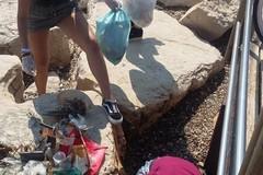 Bari, guanti e sacchetti e via i rifiuti da Pane e Pomodoro