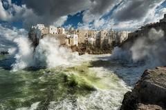 Il mare in tempesta di Polignano (Bari) vince Wiki Loves Monuments 2020