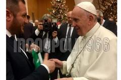 La SS Monopoli regala una maglia a papa Francesco per il suo 83mo compleanno