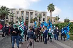 Anche a Bari protesta a sostegno dei lavoratori sanitari, sit-in davanti al Policlinico