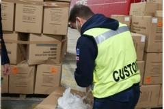 Covid, all'aeroporto di Bari arrivano 6 tonnellate di materiale sanitario da Hong Kong