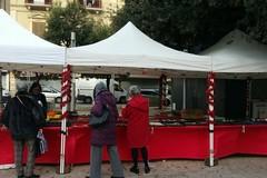 Forte vento su Bari, saltata l'apertura di ieri del mercatino in piazza Risorgimento