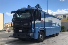 Sanificazione delle strade, a Bari e provincia attivi i mezzi speciali della polizia