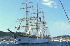 Via la Norman Atlantic arriva la nave scuola romena Mircea