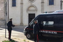 Ingoia una dose alla vista dei carabinieri, ai domiciliari un 26enne