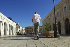 Bari, il video della Polizia locale che illustra le regole per girare in monopattino