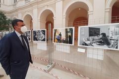 """""""Scatti di umanità"""", a Bari una mostra fotografica sull'attività dei volontari durante il lockdown"""