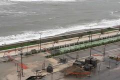 Mareggiate sul waterfront di San Girolamo, il comitato: «Frangiflutti inutili. Si corra ai ripari»