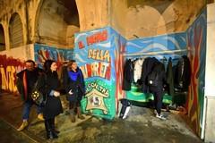 """Bari, in piazza Balenzano nasce il """"muro della solidarietà"""" di InConTra"""