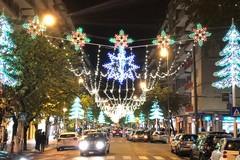 Bari, in corso Mazzini si accendono le luci di Natale con una donazione privata