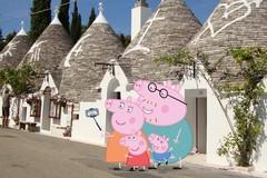 Peppa Pig in viaggio in Italia sceglie tra le mete Alberobello in Puglia