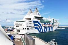 Nave Rhapsody al porto di Bari, a bordo ci sarebbero 18 positivi