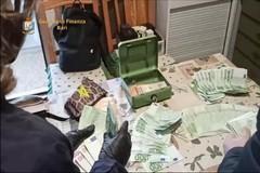 """Prestavano soldi """"a strozzo"""" ai vicini in difficoltà, 13 arresti a Bari. In sei percepivano reddito di cittadinanza"""