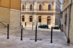 Bari, installati nuovi paletti per delimitare le aree pedonali della città vecchia