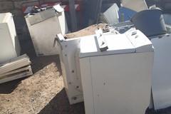 Bari, rifiuti di ogni tipo in una discarica abusiva a Poggiofranco