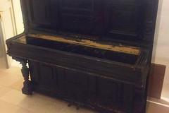 Un pianoforte restaurato nella sala d'aspetto del Miulli. L'8 marzo l'inaugurazione