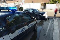 Bari, auto finisce fuori strada a San Girolamo