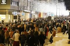 Bari, folla in centro nel sabato di shopping nonostante le restrizioni