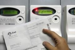 Ruba energia elettrica al condominio a Bari, denunciata
