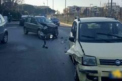 Bari, scontro tra due auto a ridosso della Mater Dei