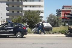 Bari, scontro a Japigia due auto finiscono fuori strada