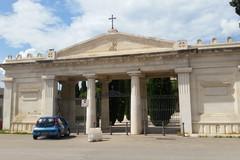 Bari, per i morti cimiteri aperti più a lungo e area di sosta ad hoc