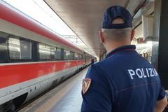 Bari, in stazione con 60 grammi di marijuana nello zaino: arrestato pusher 20enne