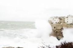 Si tuffa nel mare in burrasca, disperso 33enne a Polignano