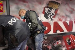 Scontri in autostrada con i tifosi del Lecce, perquisite sedi ultras del Bari