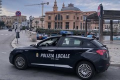 Viaggiano in due sulla moto senza rispettare le norme anti-Covid, mille euro di multa