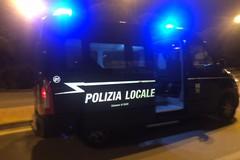 Sabato sera di controlli per la polizia locale, multati 137 automobilisti
