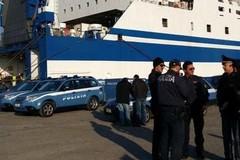 Porto di Bari, 15enne ha un attacco epilettico. Salvato dalla polizia