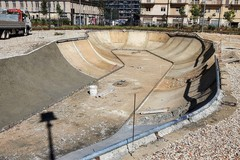 """Parco nella ex caserma Rossani, prende forma la """"piscina"""" per lo skate"""