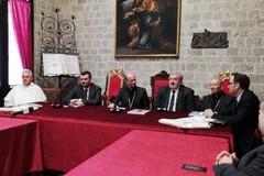 Le autorità civili e religiose si preparano alla visita del papa