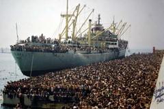 Anniversario sbarco della Vlora a Bari, Emiliano: «Col Decreto sicurezza 20mila persone sarebbero rimaste in mare»