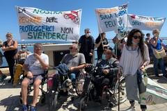 A Bari la protesta degli invalidi civili: «Asl sblocchi fornitura di protesi mediche»