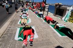 Sit-in degli operatori sanitari a Bari: «Stabilizzazione dei precari e internalizzazione dei soccorritori»