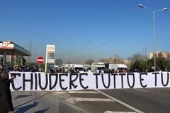 Bari, ristoratori protestano contro la zona arancione: bloccata la Statale 100