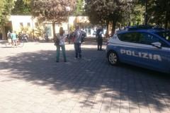 Shock in piazza Garibaldi, ragazzo trovato morto in un bagno pubblico